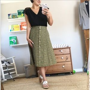 Vintage green lightweight button front skirt